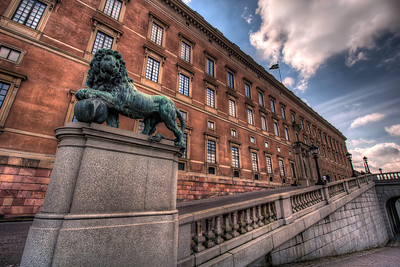 Lion-at-the-Royal-Palace-Stockholm-Sweden-HDR