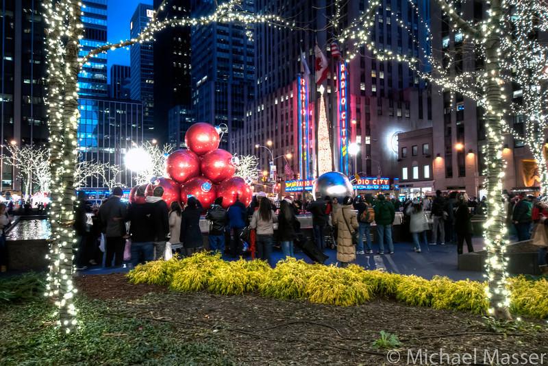 Radio-City-Music-Hall-at-Christmas-at-Night-HDR-1