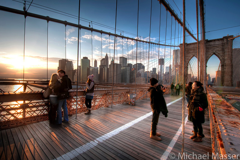 A-Kiss-at-Sunset-on-Brooklyn-Bridge-HDR