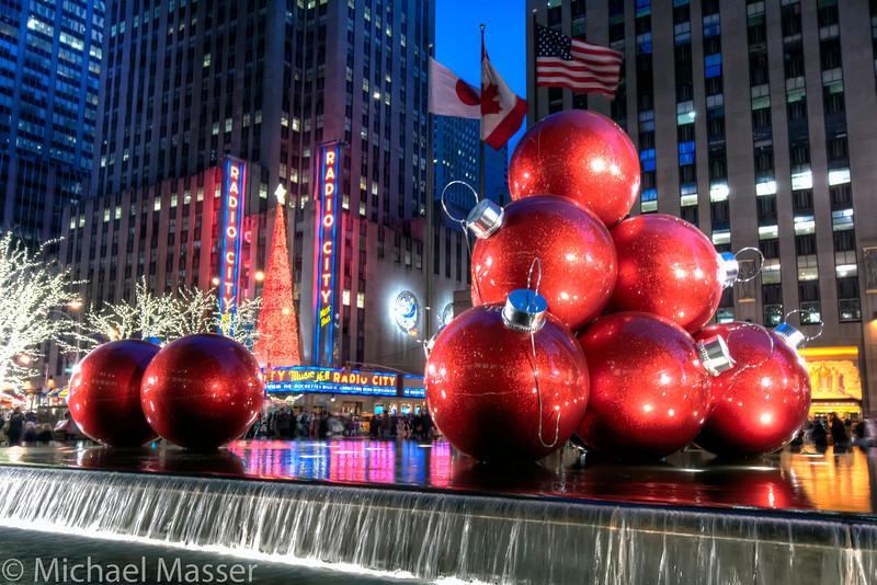 Radio-City-Music-Hall-at-Christmas-at-Night-HDR-2