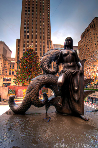 Rockefeller-Center-Sculpture-and-Christmas-Tree-HDR