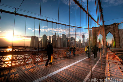 Brooklyn-Bridge-at-Shimmering-Sunset-HDR