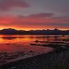 Solnedgang før vinteren setter inn. Kvaløyfjellene i bakgrunnen.