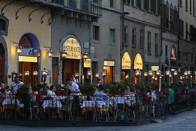 Dinnertime in the Piazza della Signoria