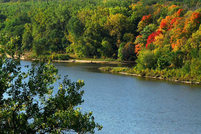 Miss River (Mpls) - early fall colors