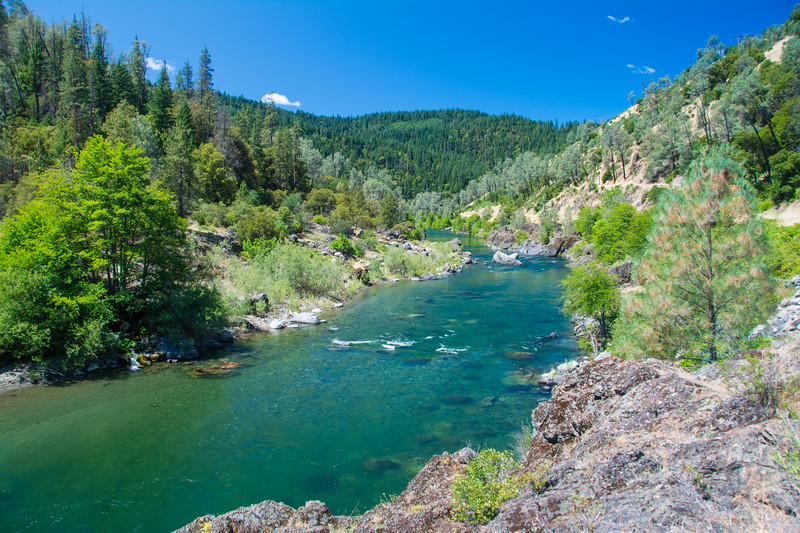 Looking upstream: the Trinity River at Redbud, west of Junction City, California, USA, June 2014. [Redbud 2014-06 001 Trinity-CA-USA]