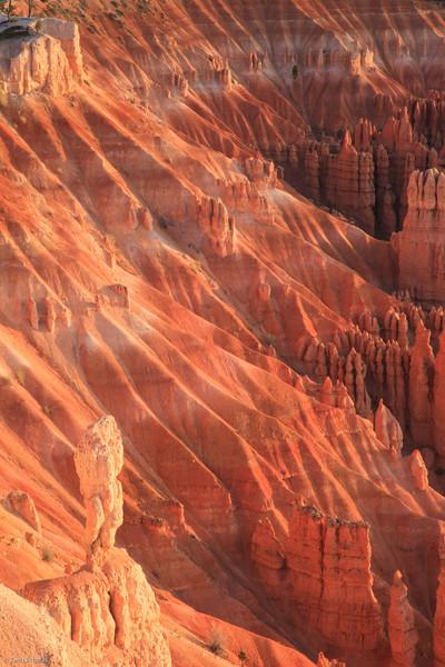 Bryce: canyon wall at sunrise at Inspiration Point