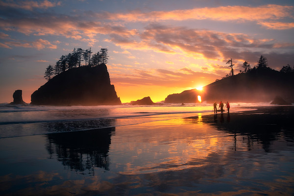 Partcipants Photographing Sunset At Second Beach - Second Beach, Olympic National Park, Washington