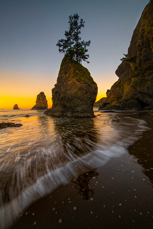 Incoming Waves On Shi Shi - Shi Shi Beach, Point Of Arches, Olympic National Park, Washington