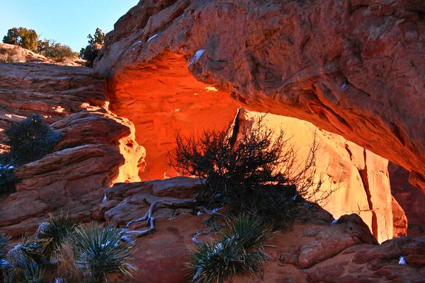 sun glow on Mesa Arch