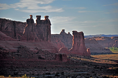 The Three Gossips in Arches