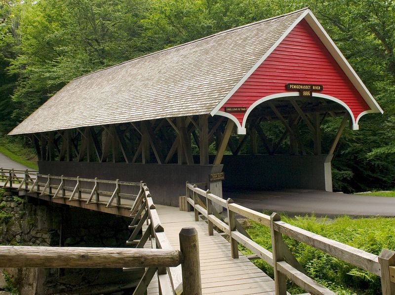 Covered bridge over the Pemme
