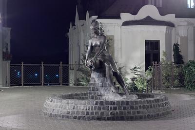 Zsuzsi - vagymi. Én korsós lánynak mondanám, de a helyi népköltészet a Zsuzsika nevet adta neki - állítólag.