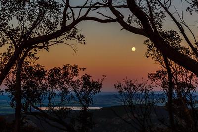 A Grampians Moon