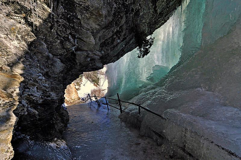 Bak Steinsdalsfossen<br /> <br /> Behind Steinsdal waterfall