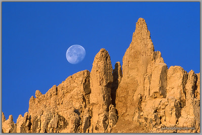 Moonset at Sunrise in the Badlands  (SD-0216)