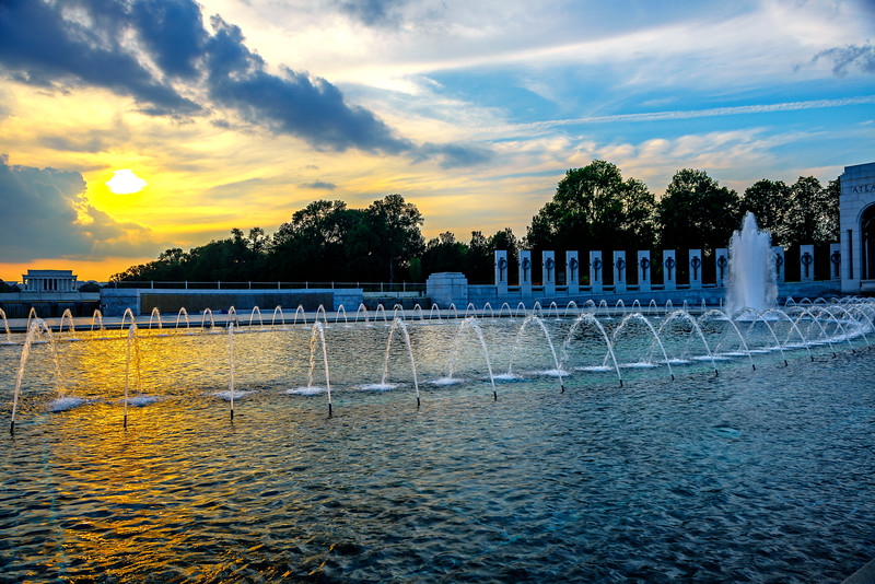 National-World-War-II-2-Memorial-Fountains-Sunset-Washington-DC_D8X6320