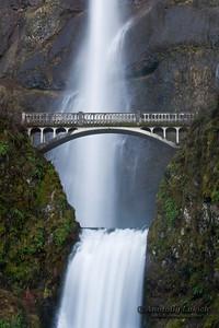 Multnomah Falls, Columbia River Gorge National Scenic Area, Oregon, U.S.A.