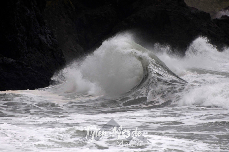 118  G Cape Disappointment Waves Close