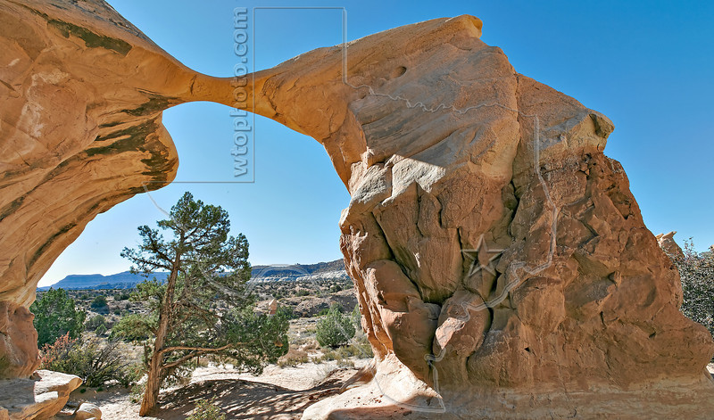 Metate Arch,<br /> Devils Garden at Grand Staircase Escalante National Monument,<br /> near Escalante, Utah