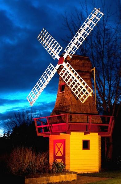 Windmill in Holland Gardens Park, Oak Harbor