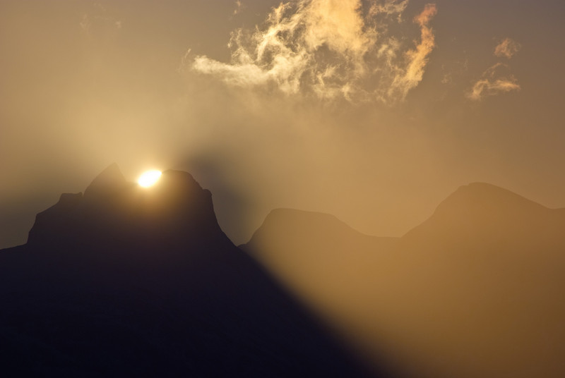 Sunrise behind Børvasstindan II