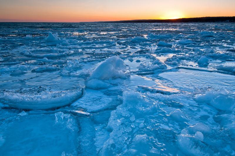 MNWN-11228: Setting sun on Lake Superior