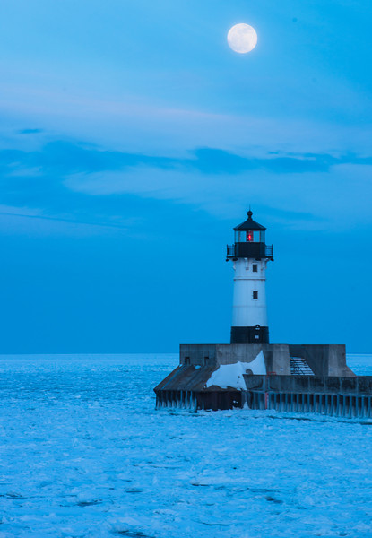 MNWN-13-57: Full Moon at Canal Park lighthouse