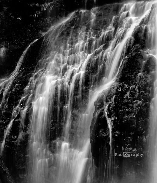 cascading water b&w-7098