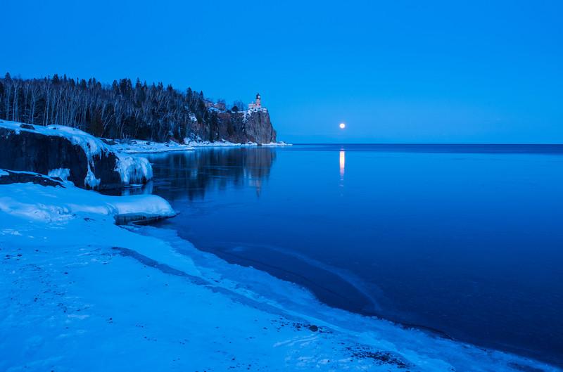 Winter full moon at Splitrock Lighthouse