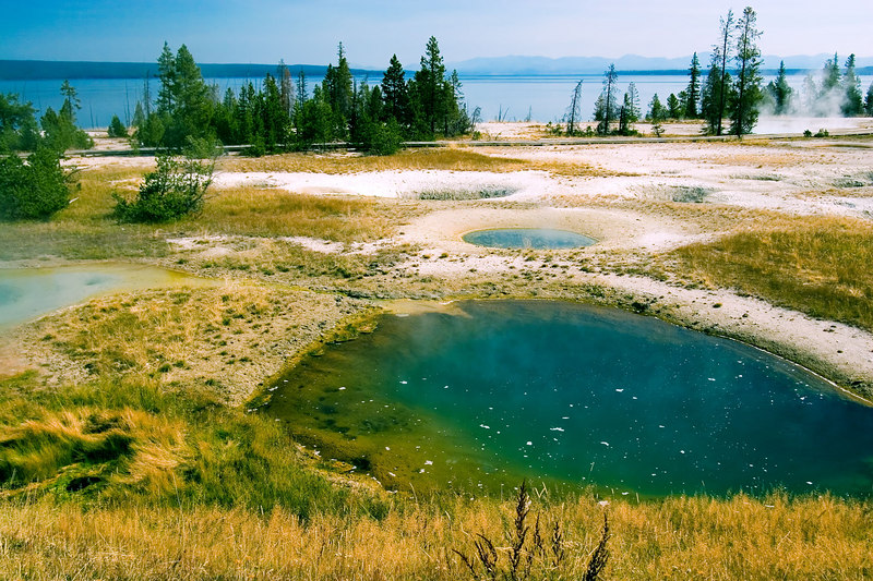 "<i><h2>""West Thumb Geyser Basin""</i></h2>"