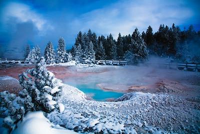 Yellowstone_Blue_pool