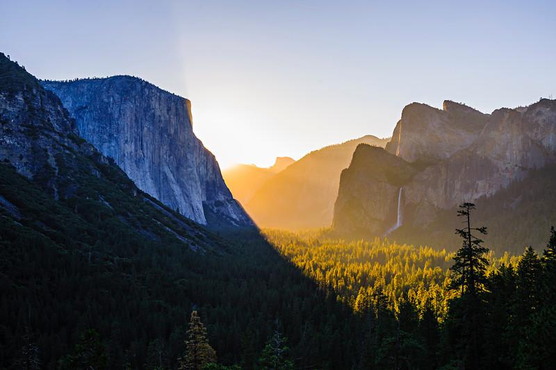 Tunnel_View-Yosemite_sunrise-El-Capitan-Half-Dome-Bridalviel-Falls_DSC9384