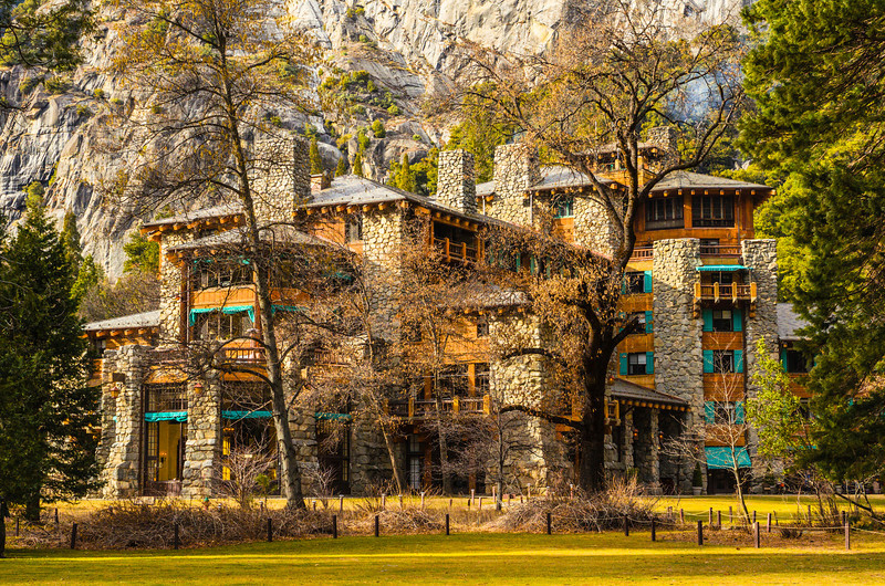 Ahwahnee-Hotel-Early-Spring-Yosemite-National_Park-J703830