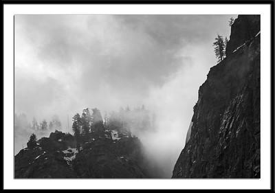 065Fog setting over Yosemite B-W082