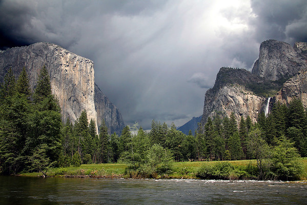 El Capitan and Bridalveil Falls - Yosemite National Park