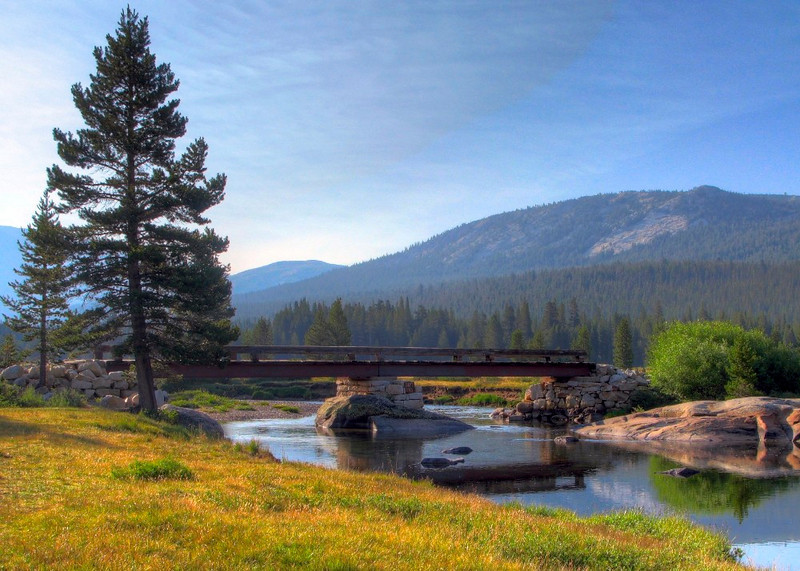 Footbridge, Tuolumne River, Yosemite National Park, US