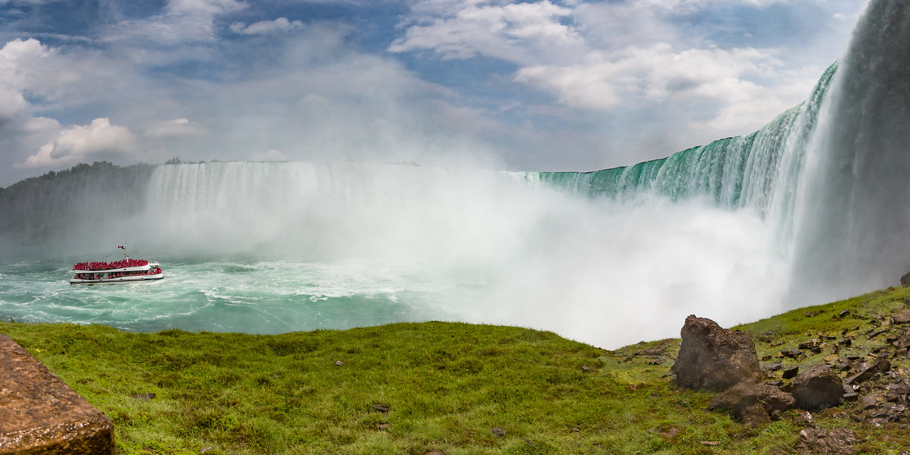 Niagara Falls with the Mist