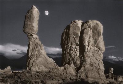 Balanced Rock & Moon, Utah