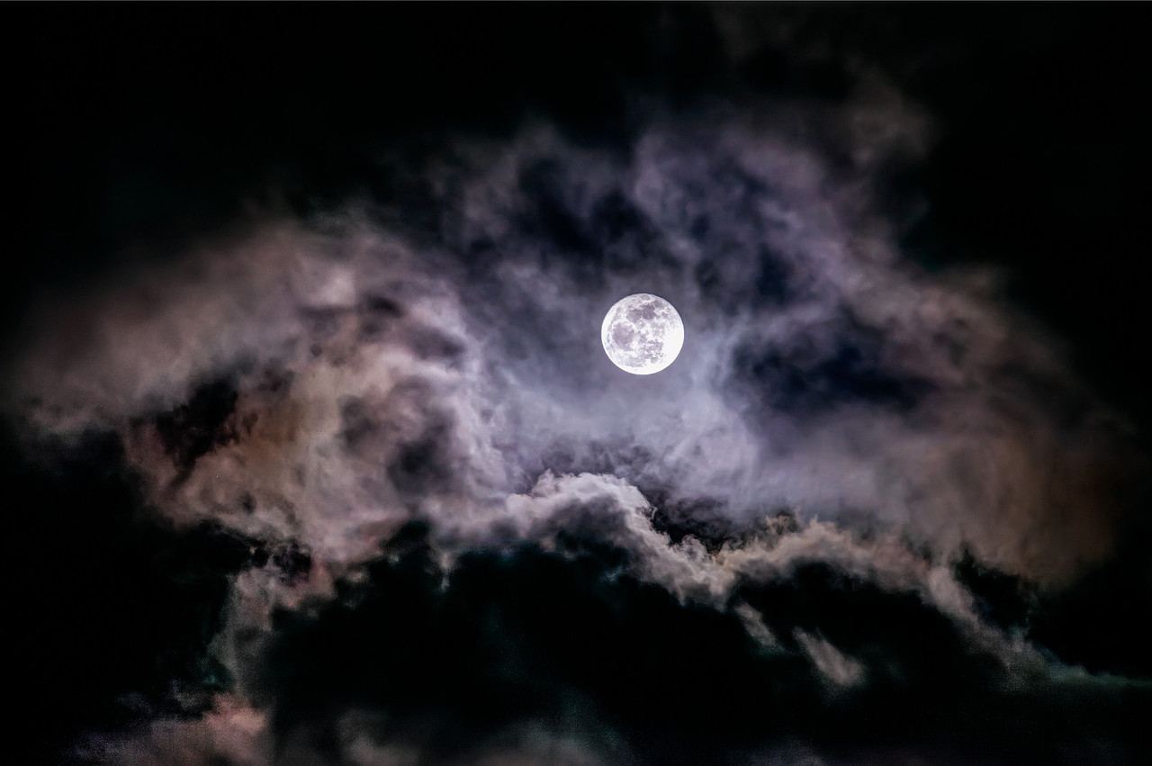 <a>Full Moon Rising over Clouds Like Mountains<br>Augen, 2013</a>