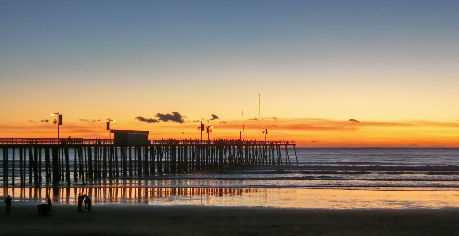 Pismo pier at sunset