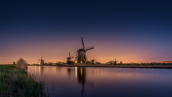Kinderdijk by night