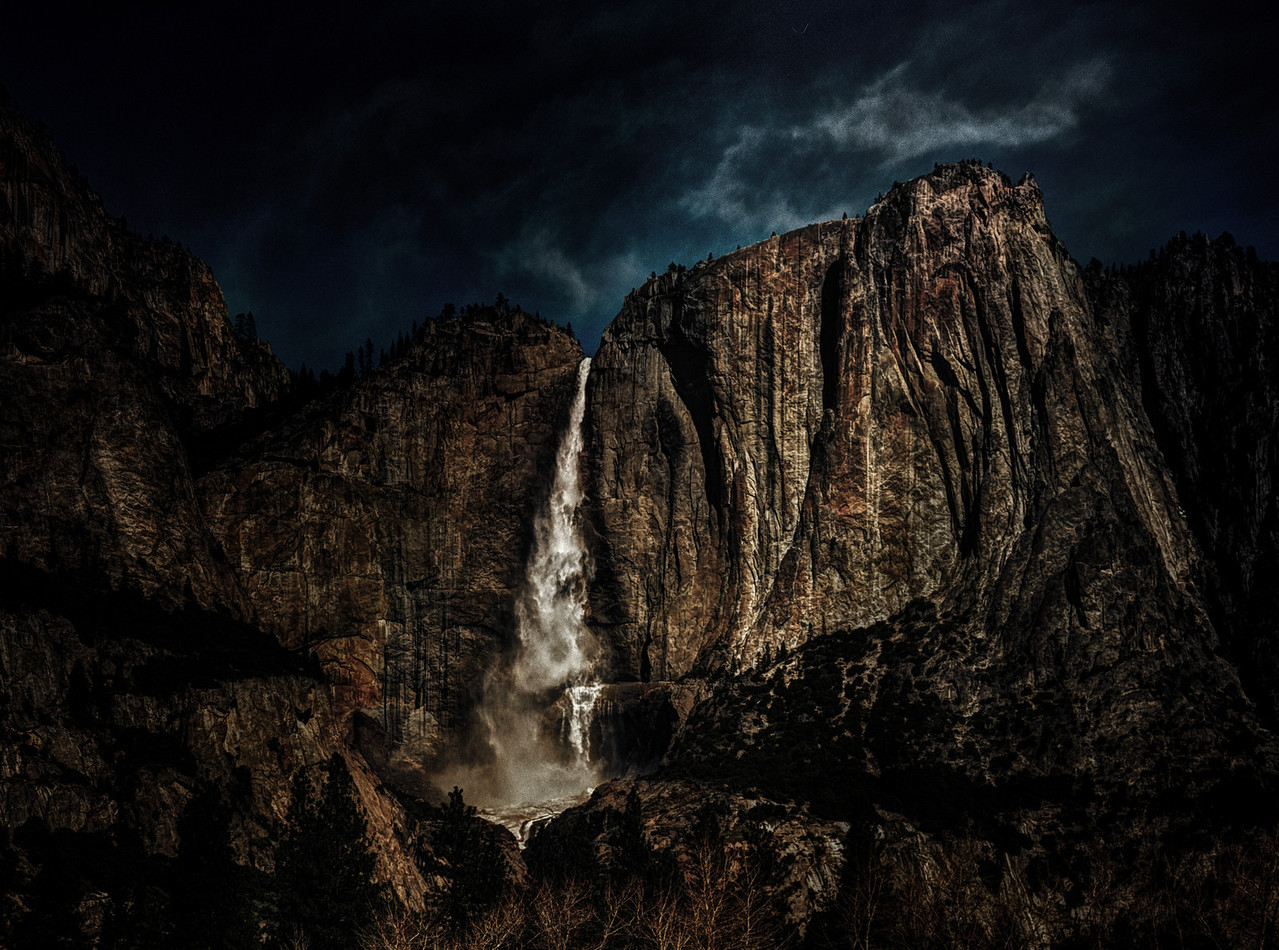 <a>Yosemite Falls with Flowing Rock Formation Augen, 2013</a>
