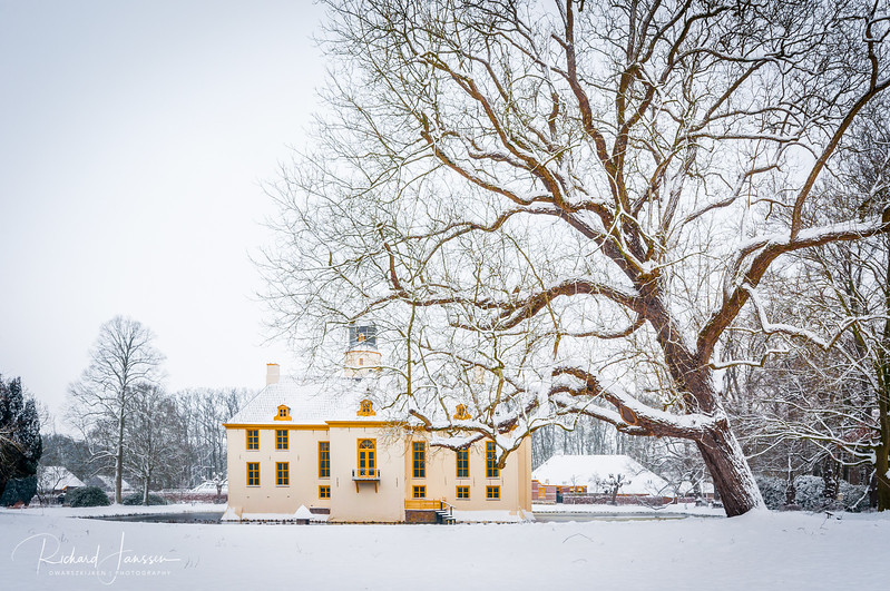 Fraeylemaborg castle in the snow