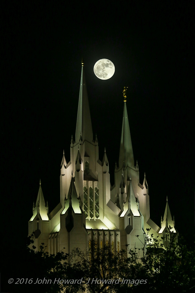 Supermoon, rise over San Diego Mormon Temple, 11-14-16 7:30pm