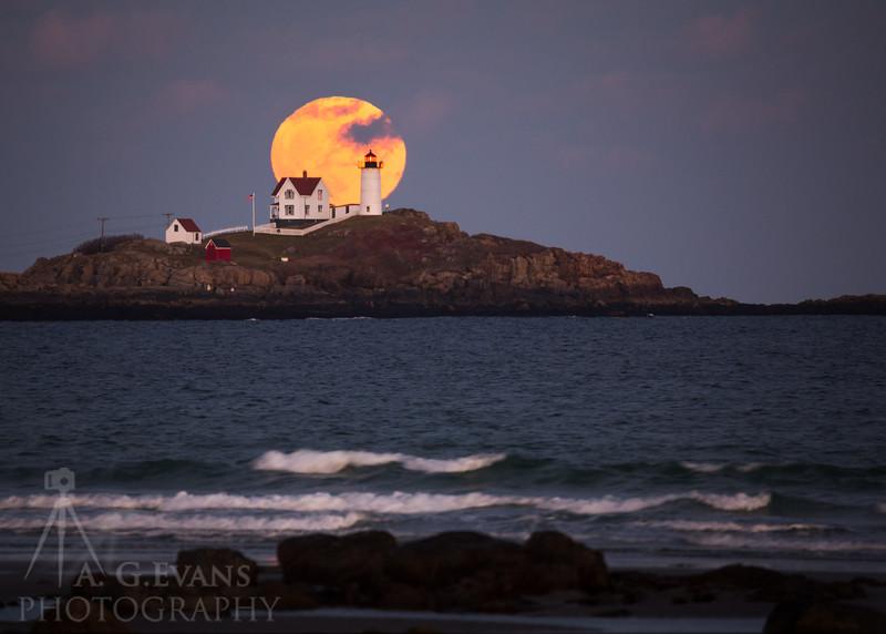 Nubble Moon Rise