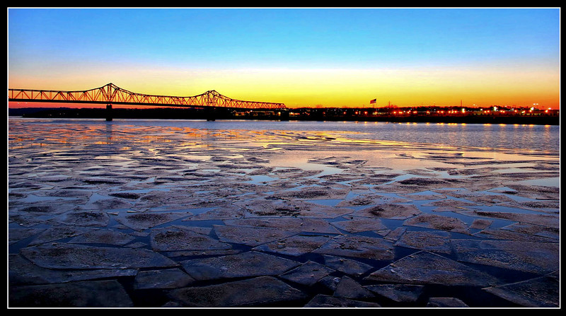 Icy Illinois River, Peoria IL