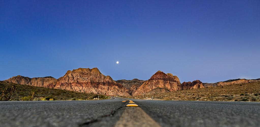red rock moonrise