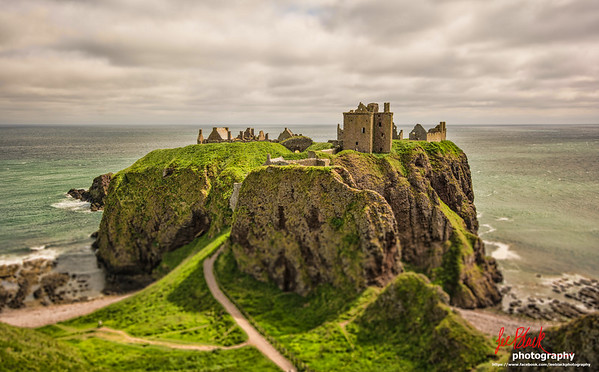 Pass by this place at least once a week, and today decided to stop and take a few photos. Dunnottar Castle near Stonehaven...