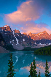 Moraine Lake Sunrise (Vert) – Banff National Park, Alberta